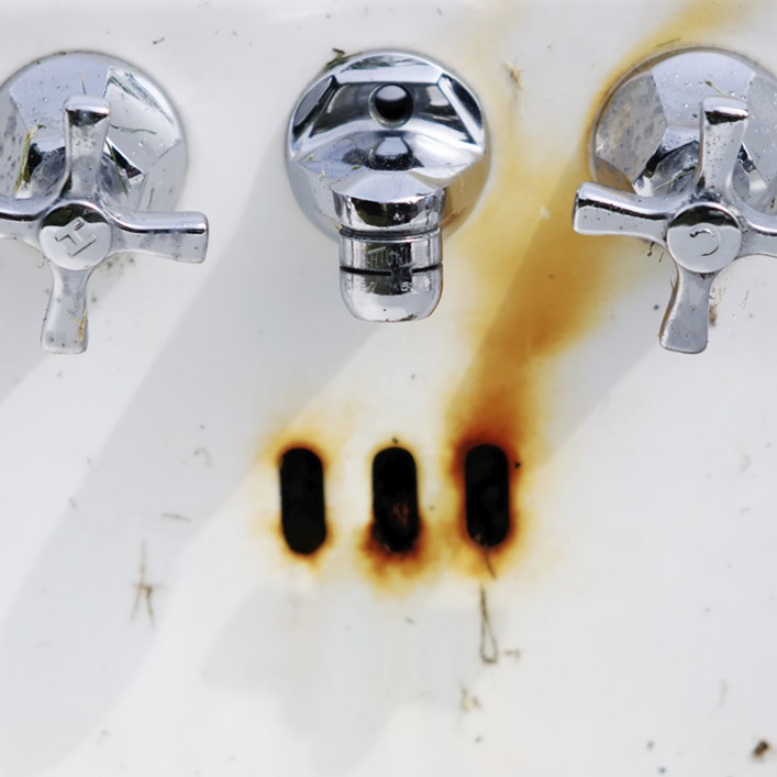 iron water rust stains on sink